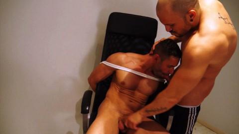 Un beau patron gay qui ne demande qu'à se faire éclater