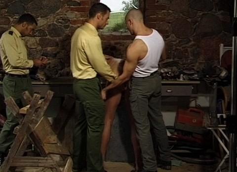 l7598-cazzo-gay-sex-porn-hardcore-made-in-berlin-cazzo-flucht-in-ketten-002