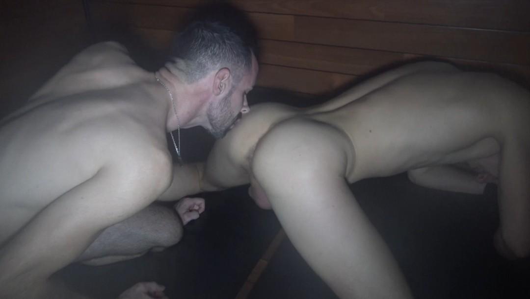 Deux bogosses se retrouvent au sauna grace à Jock