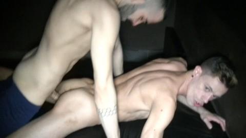 LE sexy RAFA MARCO défonce AARON LAUTNER sur un sling du NAKED BAR