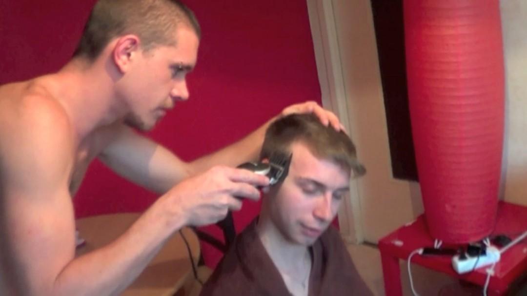 Abusé par le coiffeur à domicile