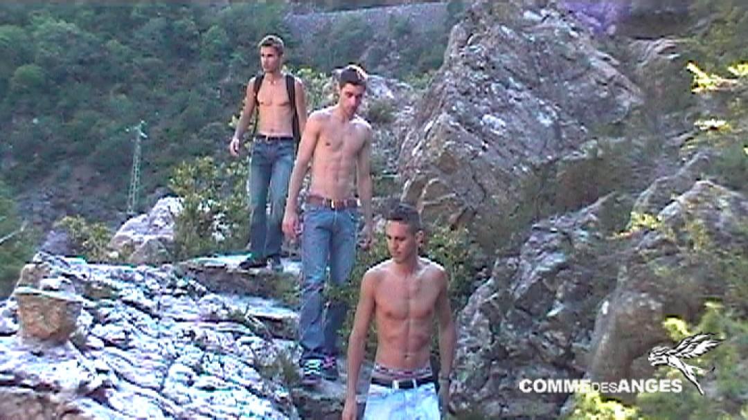 Nudist trip: Brice Farmer in outdoor threesome