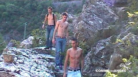 Vacances gays naturistes de Brice Farmer : plan ? 3 et double faciale