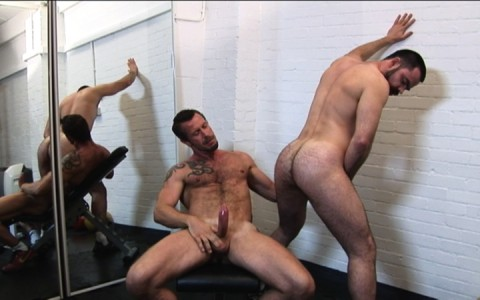 l7303-gay-sex-porn-hardcore-alphamales-out-on-the-hit-015