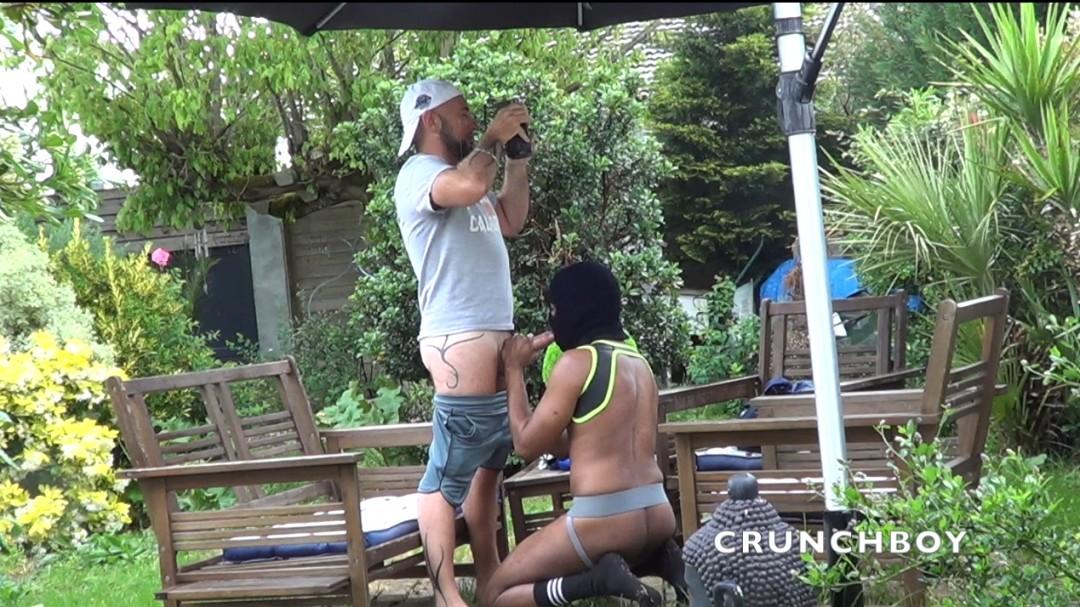 Webcam porn, lope se fait dosée dans le jardin par jess
