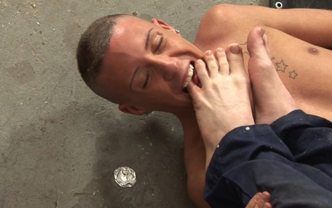 l9255-sketboy-gay-sex-porn-hardcore-videos-skets-sneakers-kiffeurs-trainers-feet-cho7-made-in-uk-scott-xxx-sniff-socks-022