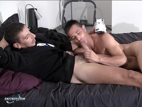 deux lascars baisent dans le pieu de fred sneaker 9