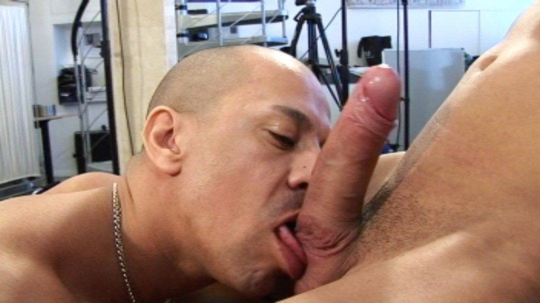 Two horny muscled guys