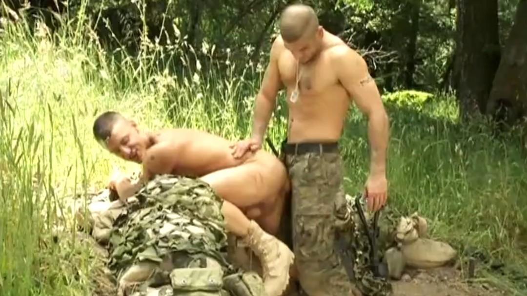militaires-soldats-sexe-18