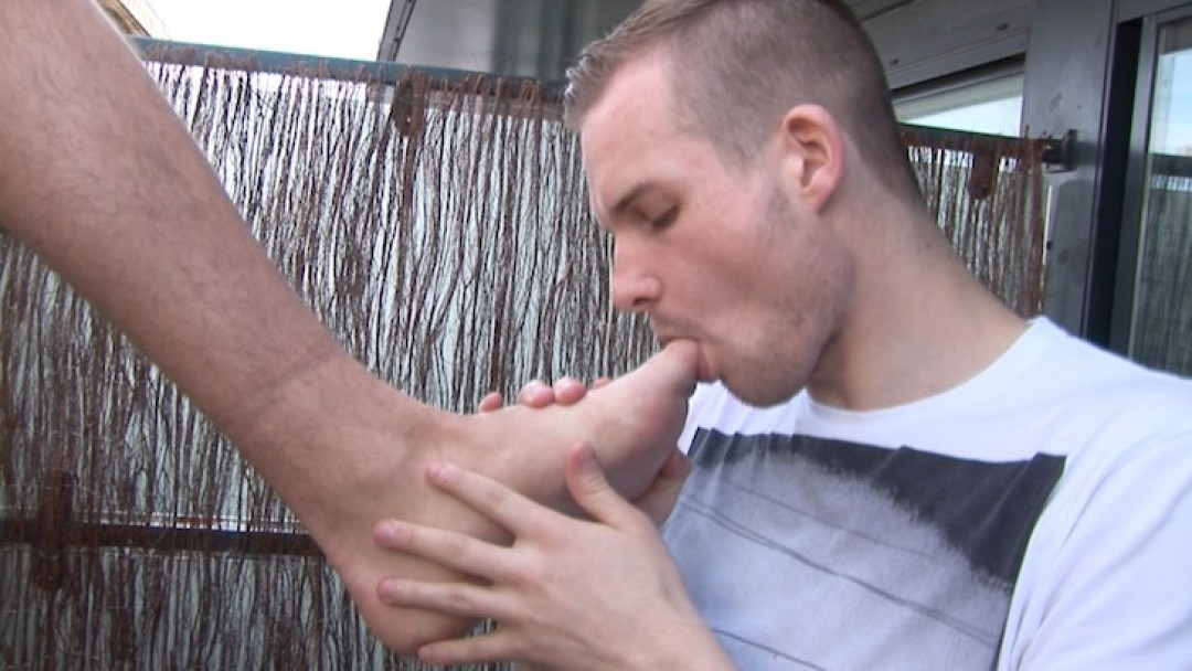 Outdoor Sniff and Lick!