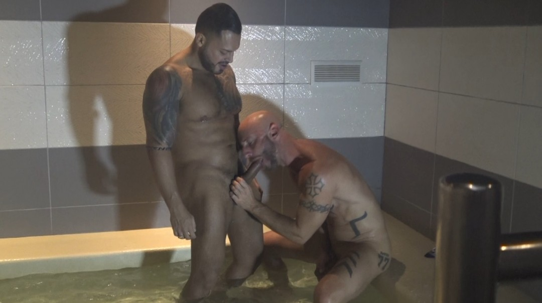 Aymeric Deville fucked by Viktor Rom in public