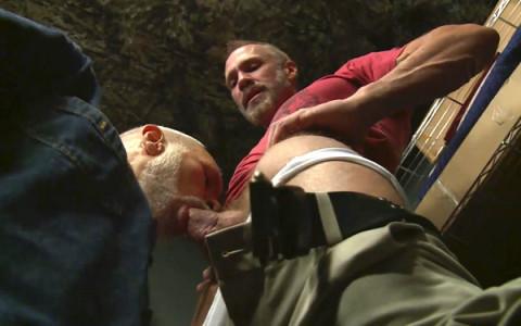 [Dragon] Partouze gay de daddies au camp militaire   Image 007