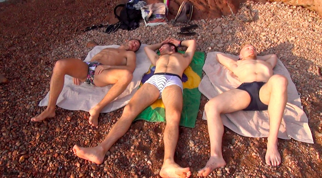 3 beautiful guys for an unbridled fuck on the beach