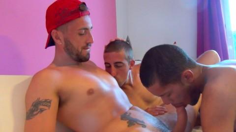 Duo de gorges profondes et de culs dilatés pour une teub XXL