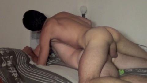 Jeune portugais défonce un gars musclé plus agé