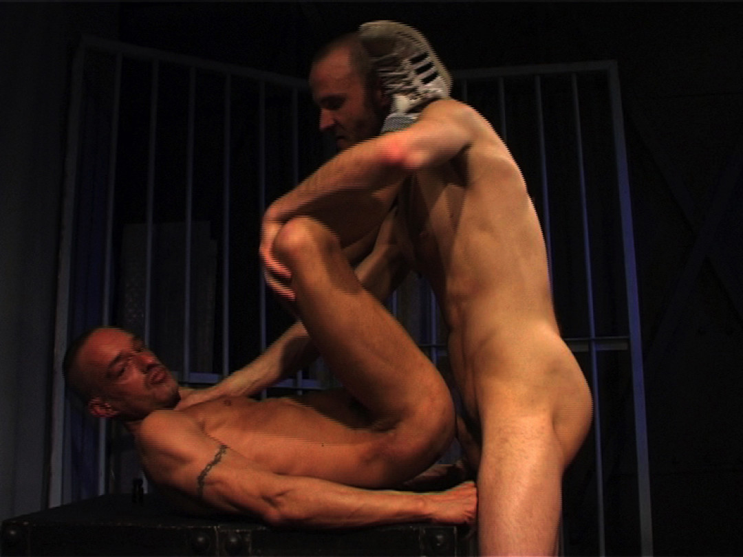 Mangiare lo sperma di un etero in prigione