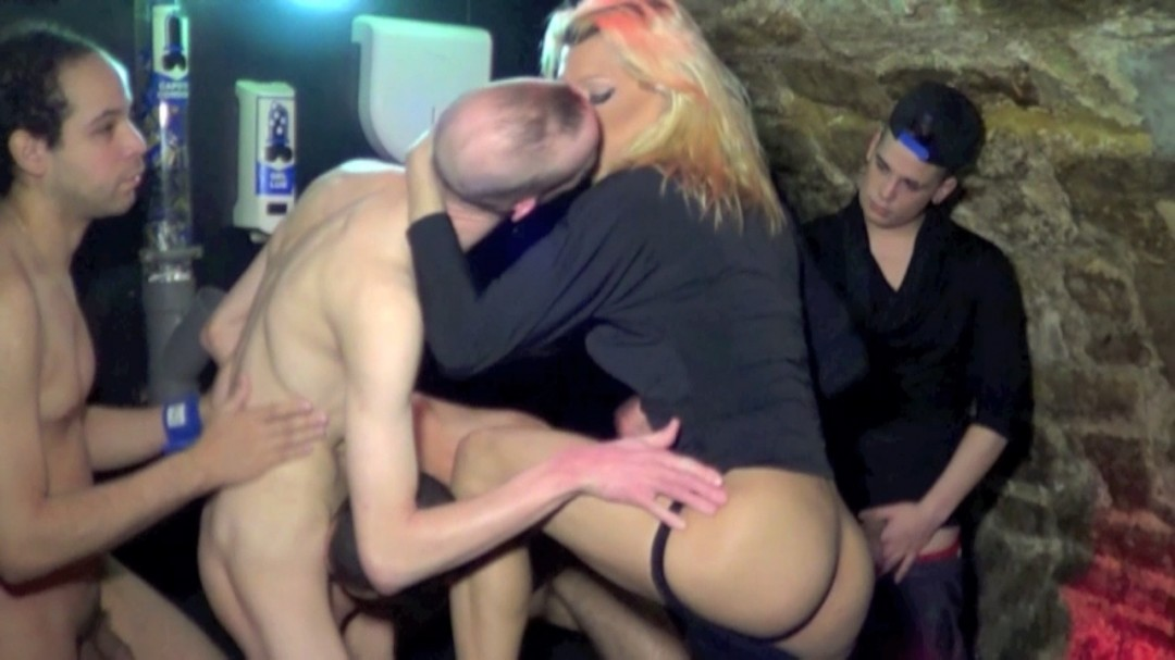 Gay orgy filmed in french sex club