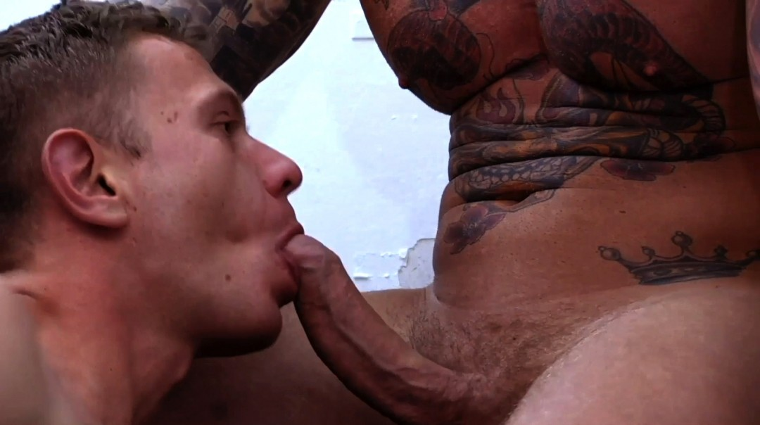 Addicted to cock and muscles