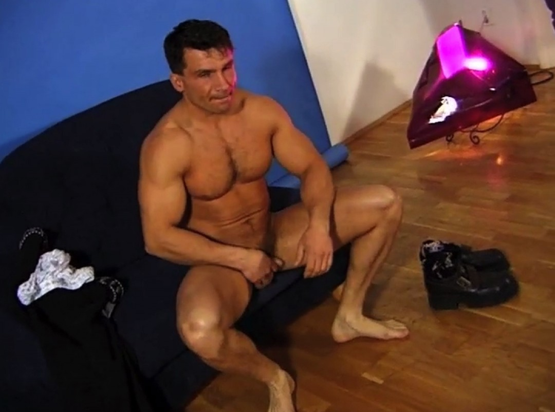 Muscle Stud's first time