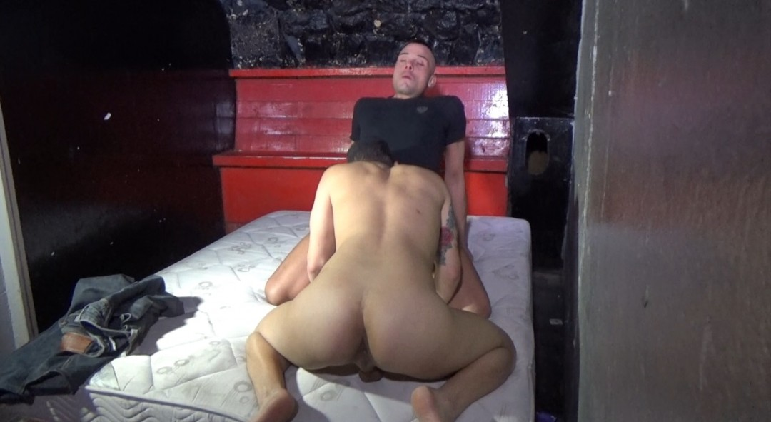 Webcam backstage, le sexy Bastian KARIM dosé par Stef KILLER le bad boy