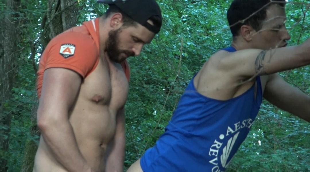 Enzo RIMENEZ fuck bareback Juan PEREZ in public forest