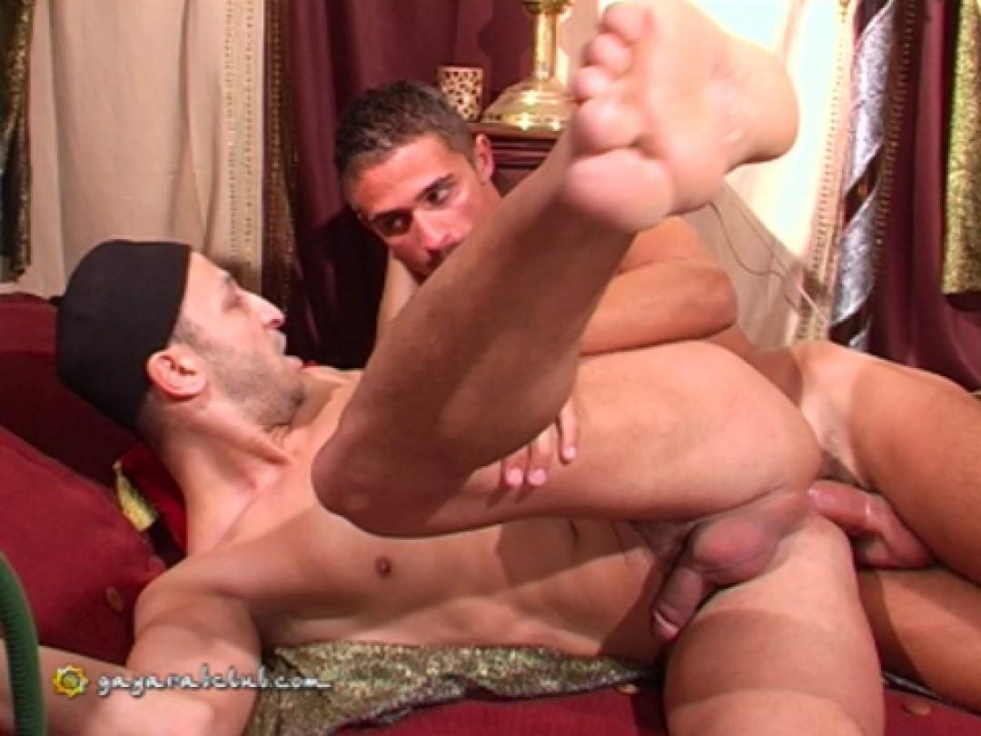 Italian guy fucks his gay arab host