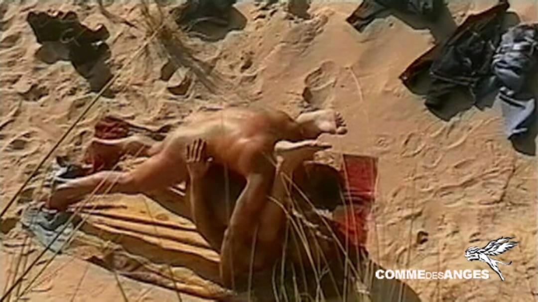 Corps de rêve et sodo gay au milieu de la dune