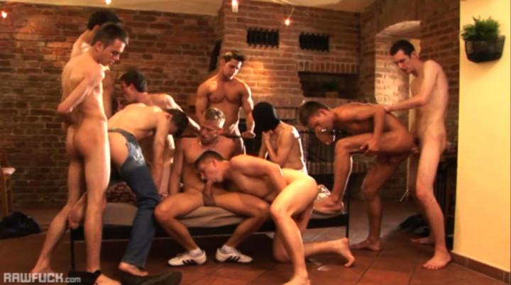 10 schwule Twinks haben eine Orgie