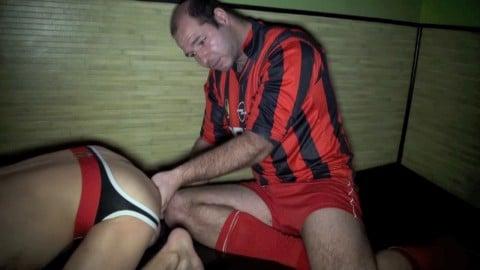 Un rugbyman hétéro baise un mec de AUCH