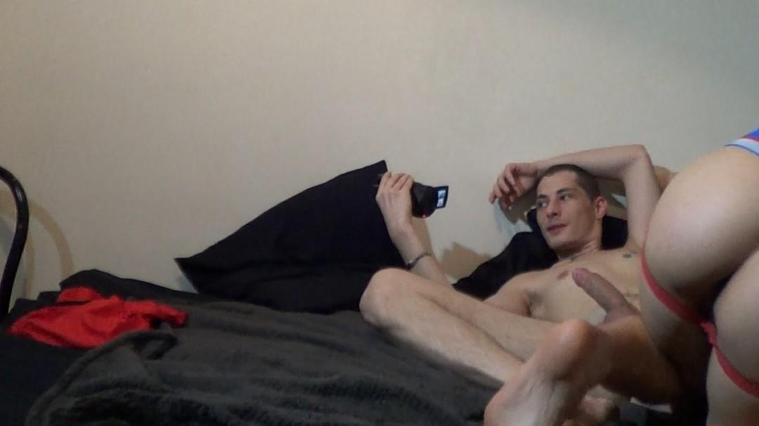 Camera cachée KEN SUMMERS dosé par deux grosses queues sur PARIS