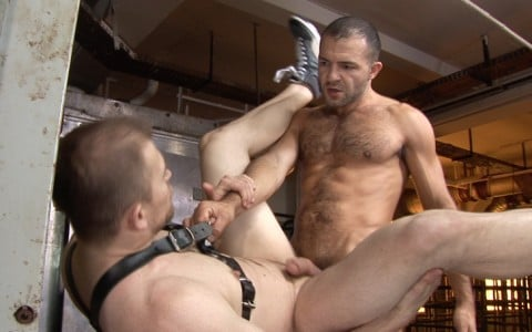 l7099-cazzo-gay-porn-sex-made-in-germany-berlin-cazzo-meat-factory-in-der-fleischfabrik-020