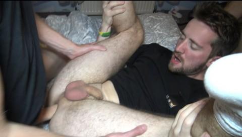 un mec se fait doser à la chaine en double penetration