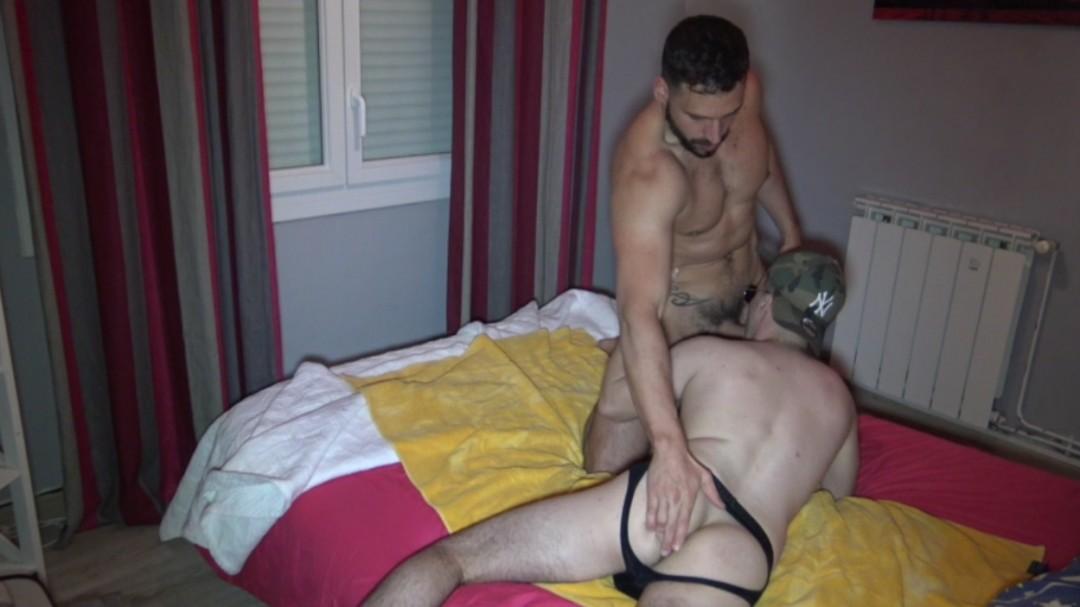 Jeune mec hétéro de 22 ans baisé par Enzo RIMENEZ