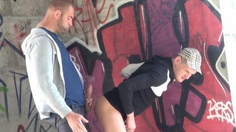 Jeune rebeu se fait casser le cul par un bear