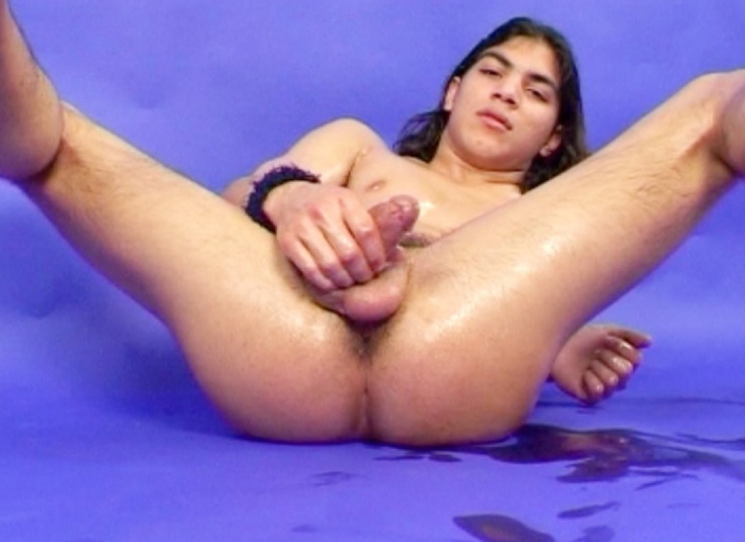 Who wants to suck my spanish-moroccan dick