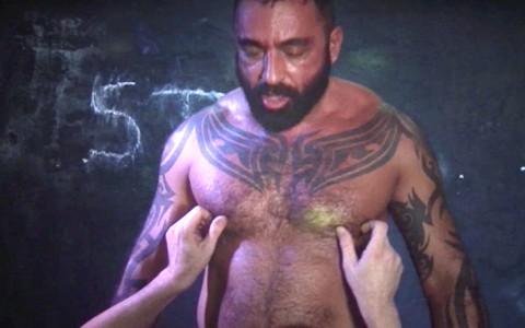 l7358-darkcruising-video-gay-sex-porn-hardcore-hard-fetish-bdsm-alphamales-toolbox-live-011