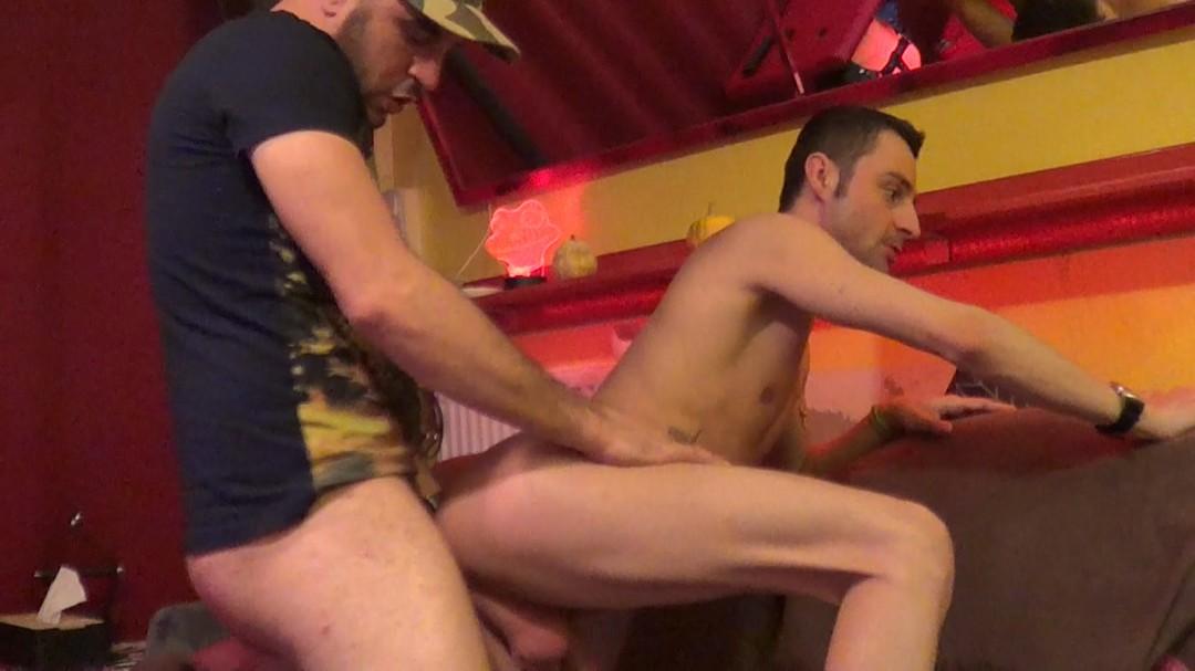 Un gay suce un vrai rebeu hétéro monté XXL bourré