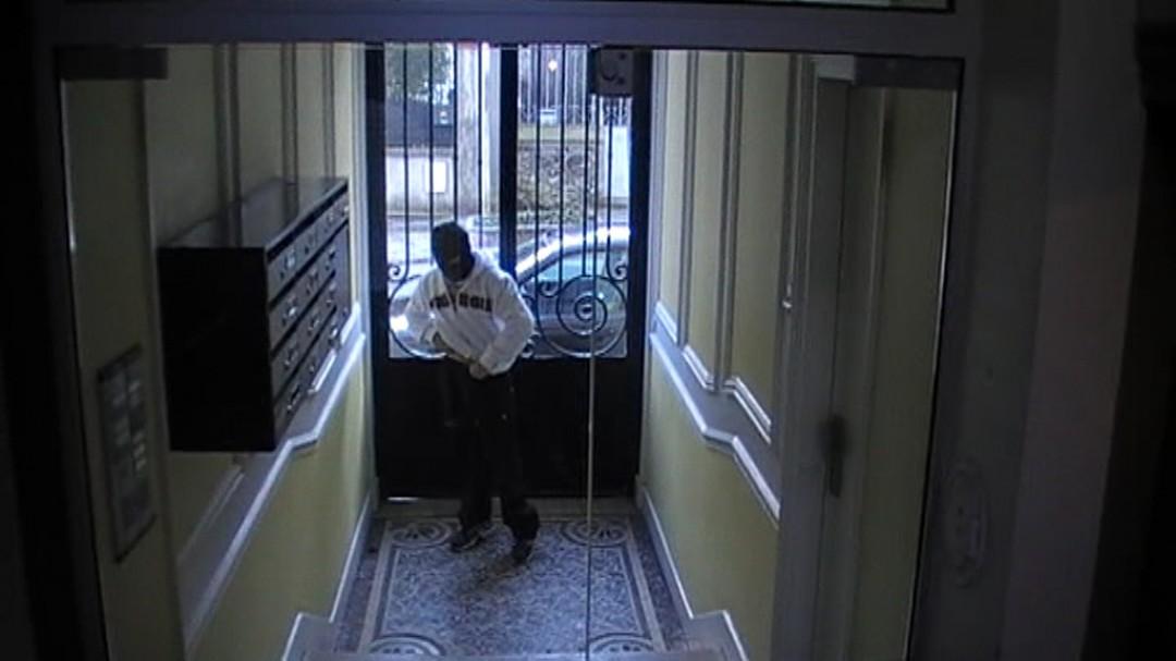 jeune mec obligé de pomper le voleur de vélo