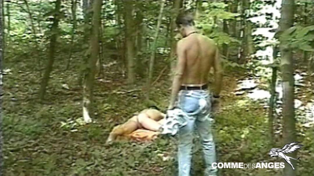 Actif en manque pour jeune naturiste gay dans les bois