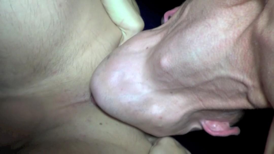 LOGAN LHETERO se fait défoncer sur le sling du sauna thiers