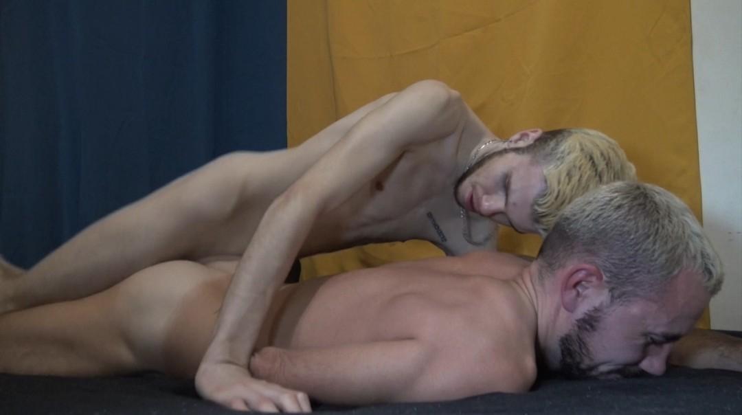 Julien WELMAN baisé par le jeune Nathan FILK