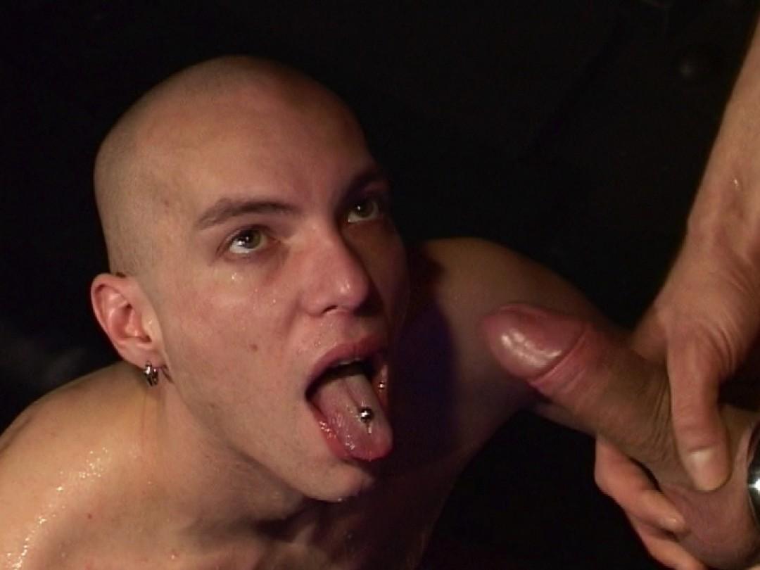 Skinhead puttana nella sauna