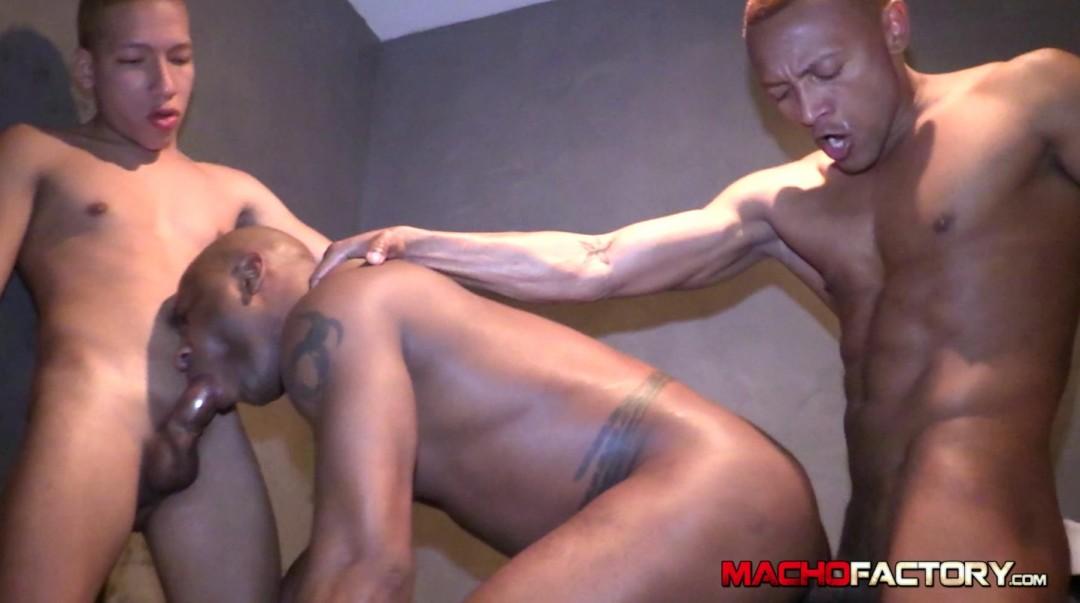 bathroom-heavy-fuck-macho12