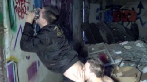 KEVIN ASS soumet à ses skets un jeune actif de banlieu
