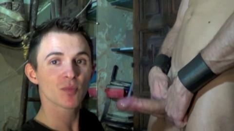 TONY AXEL Défonce un minet passif lope en Jocks trap