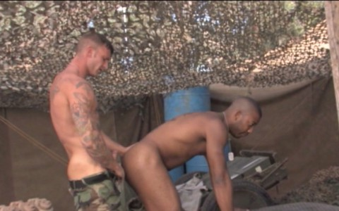 l6883-jnrc-gay-porn-militaires-uniformes-raging-stallion-grunts-brothers-in-arms-003