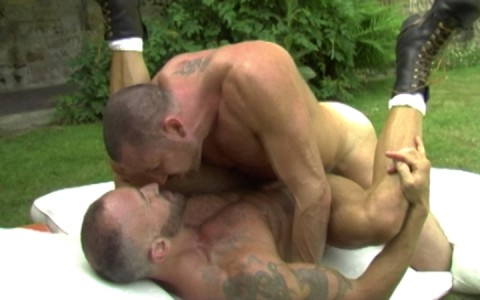 l7289-gay-sex-porn-hardcore-alphamales-out-in-the-open-013