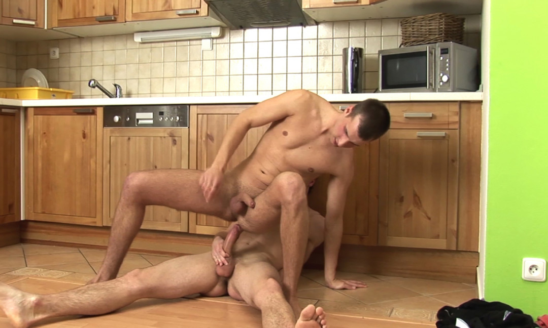 Cleaning my gay cock, fucking my ass