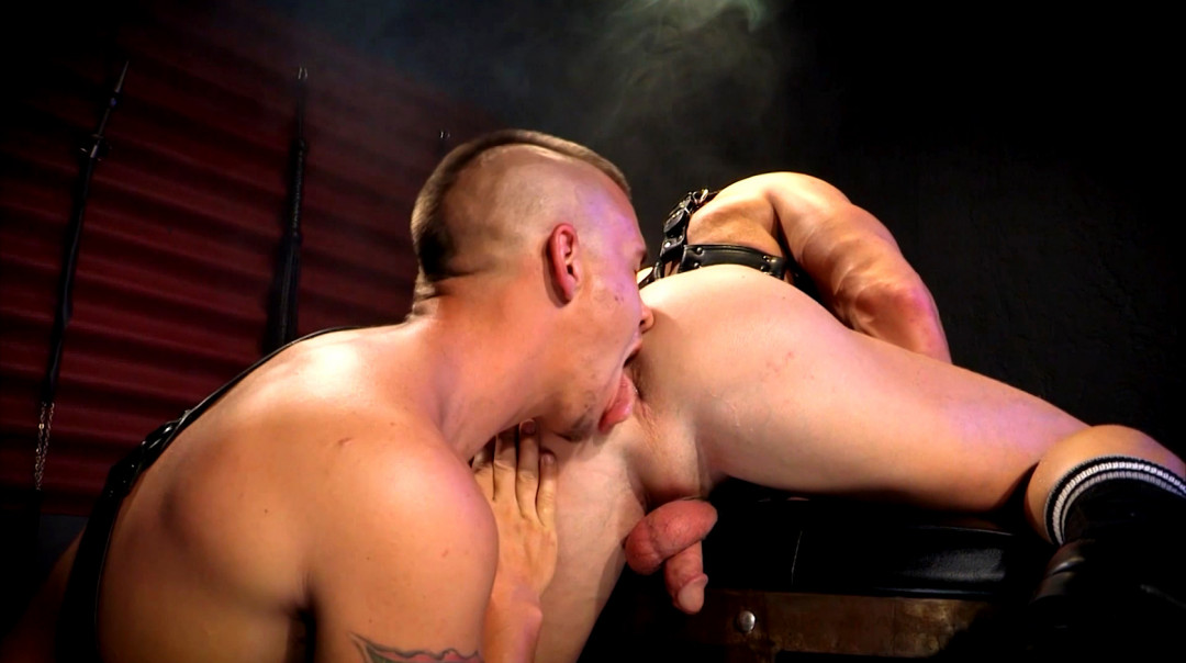 The gay hairdresser is also taking care of big dicks
