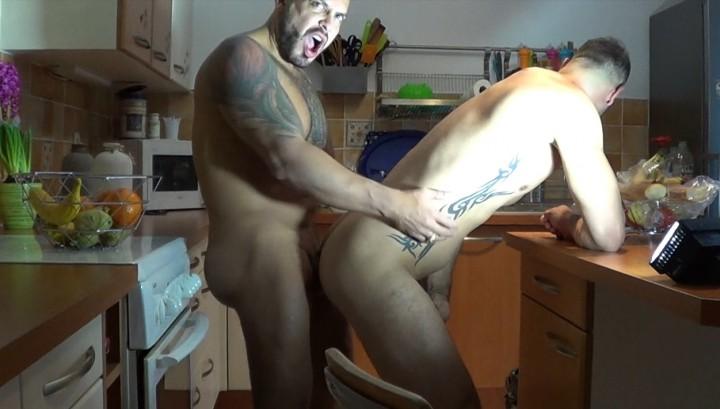 Webcam Hidden : straigth boy fucked bareback in kitchen by Viktor rom